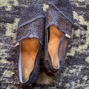 Lace Navy Toms